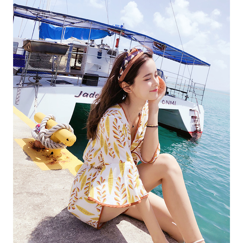 Mishow  jumpsuits female new summer 2018 han edition to collect waist show thin floral v-neck  pants  MX18B2813