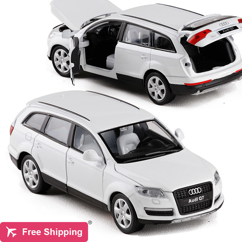 High Simulation Exquisite 1:32 Audi Q7 SUV Alloy Car Model With Pull Back Sound Light Luxury Cars For Kids Gift Collection Toys