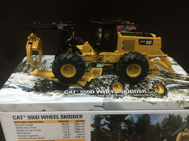 RARE - Caterpillar Cat 555D Wheel Skidder 1:50 DieCast Model By DM - New #85932 колпачок airline avc 04 с защитным манжетом
