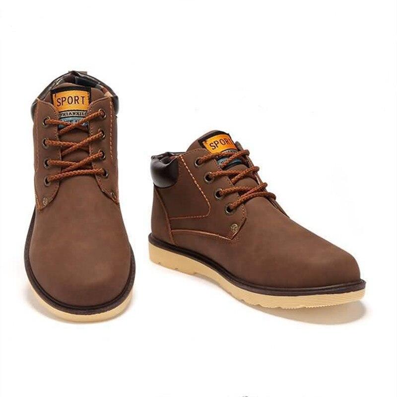 20c722f1c41ba 2016 hombres calientes de moda para hombre otoño invierno botas de piel de  cuero para hombre Casual hi Top tenis zapatos ligeros lienzo en Calzado  casual de ...