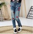 Осень 2017 новых детей Джинсы для девочек Вышитые джинсовые брюки дети рваные джинсы 3-10 год