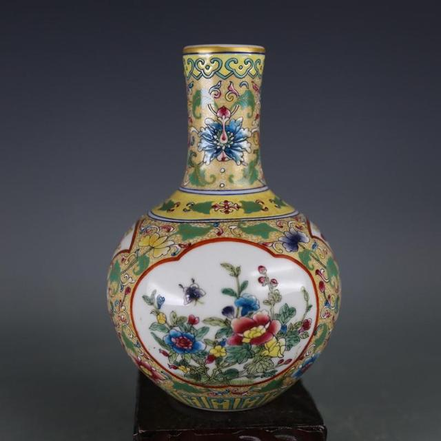 Antique Qingdynasty Porcelain Vasepowder Ball Bottle Hand Painted