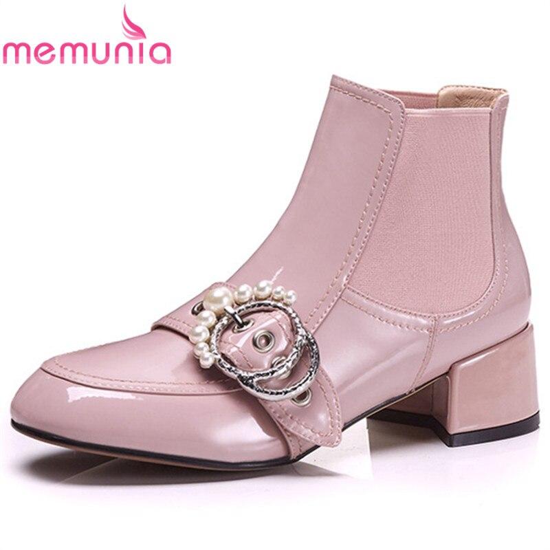 Ayakk.'ten Ayak Bileği Çizmeler'de MEMUNIA 2020 pembe moda sıcak satış yarım çizmeler kadınlar için patent deri sonbahar kış çizmeler toka popüler parti ayakkabıları kadın'da  Grup 1