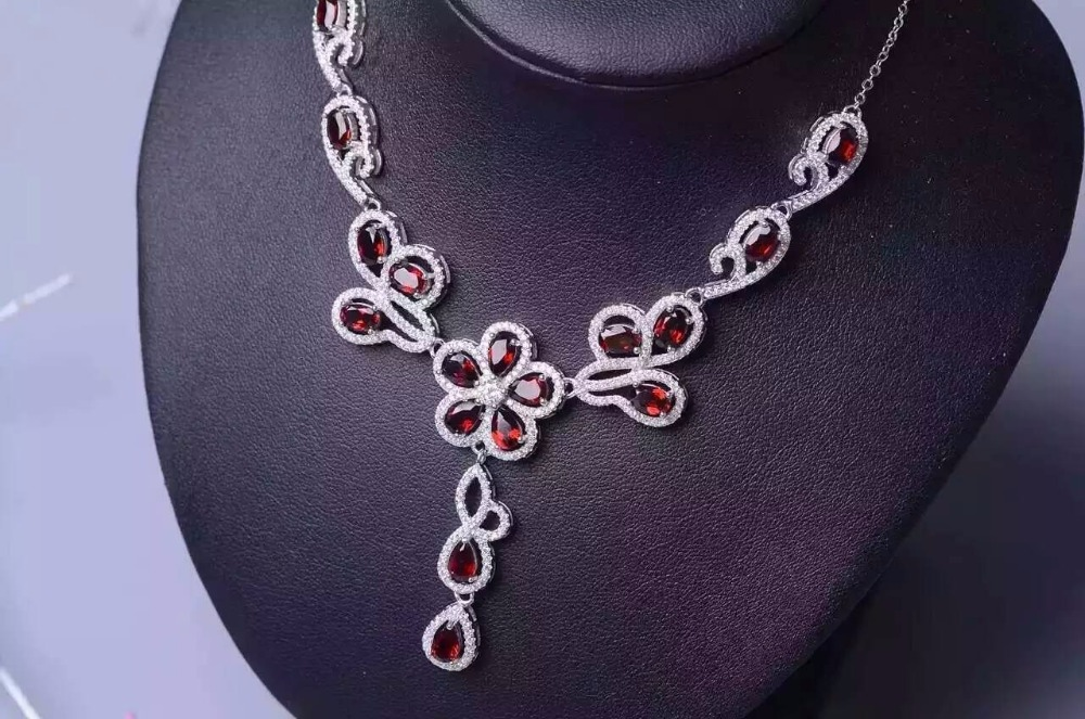 Natural garnet stone Necklace Natural Gemstone Pendant Necklace Girls Ladies Luxury personality Flowers wedding Flowers Jewelry lacywear s 182 gre