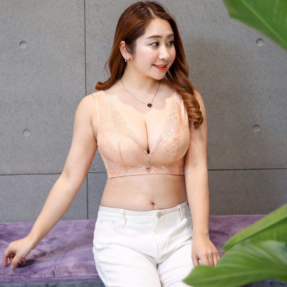 496ec0bfe2f 300 pounds of new sexy sexy female wear lace bra bra cup Daquan the deep V  version of C D E for large bra underwear underwear013-in Bra   Brief Sets  from ...