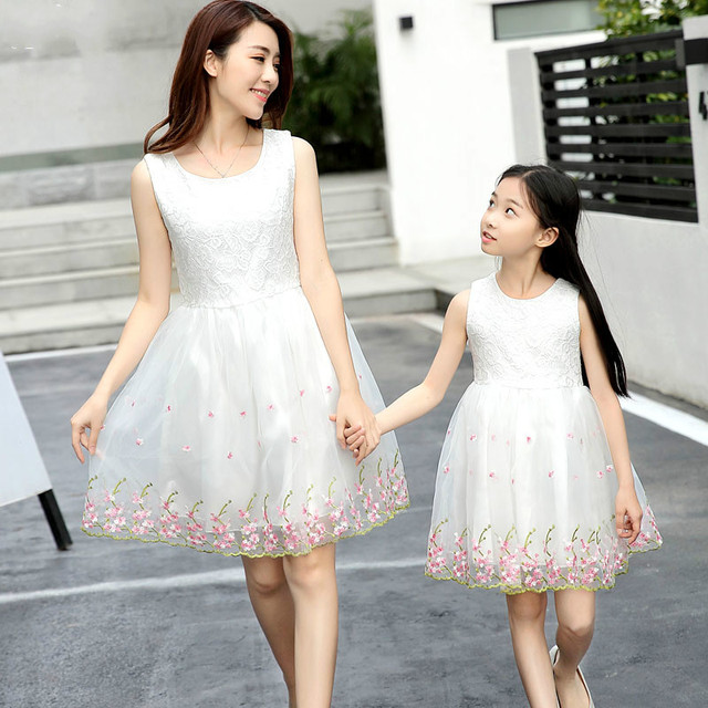2018 Mother Daughter floral print Dress Family Matching Outfits Fashion  Mommy and Me Lace Dress Family Fitted party wedding Clot 60b2caa0ed41