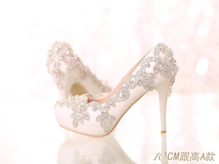 34 39 ลูกไม้สีขาวตื้น Pointed Head Slip   on Custom คริสตัลไข่มุกหวานส้นสูงสาวเจ้าสาวงานแต่งงานสวมใส่รองเท้า-ใน รองเท้าส้นสูงสตรี จาก รองเท้า บน   2