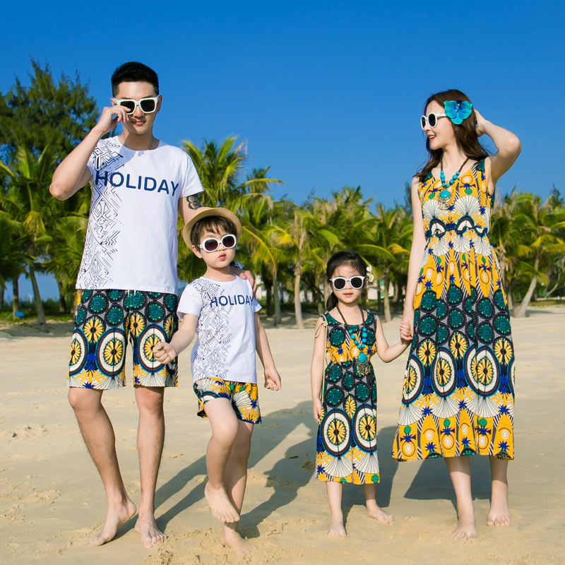 b5ed08c1be21 Beach Family Look Mother Daughter Sleeveless Dresses Matching Outfits Mommy  and Me Clothes Father Son T shirt+Shorts Clothing GS