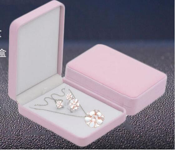 WholeSale 50pcss lot Jewelry Boxes 12x17x4cm Necklace Ring Earring Storage Display Gift Boxes High Quality Flannelette