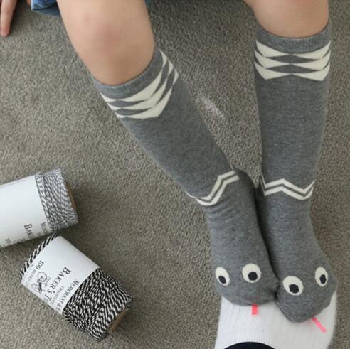 2017 m. Meias bebe Korėjos gyvatės kojinės kūdikių kūdikių kojinės naujagimio kojinės berniukai mergaitės anti slydimo vaikai kelio aukščio kojinės kojos šildytuvai