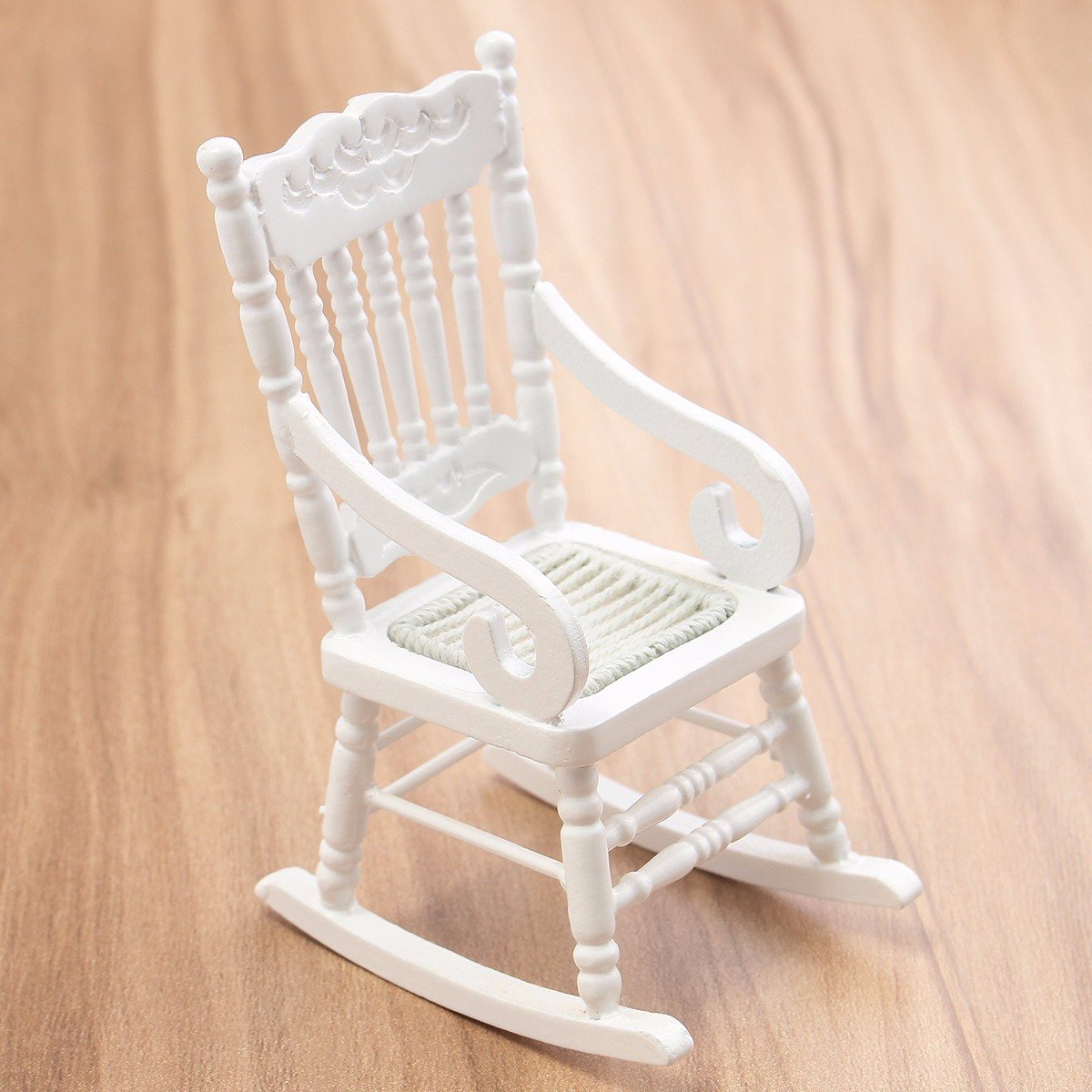 Nueva silla mecedora de madera blanca en miniatura para casa de muñecas 1:12, asiento de cuerda de cáñamo para casa de muñecas, accesorios de decoración de Juguetes