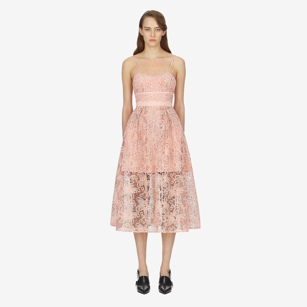 b54fd12385 De Designer Dentelle Robes Sans Bretelles Fête Sexy Midi Auto Pink Femmes  D'été Évider Été Piste Haute Qualité ...