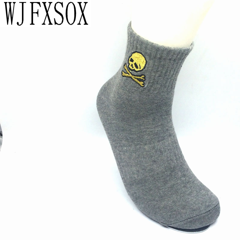 WJFXSOX Hot 2017 Embroidered Skull Tide New Cotton Material Skull Pattern Men And Women's Socks Cool Casual Socks Meias Unisex