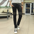 Ventas calientes! diseño de alta moda estilo punk remaches pu cuero patchwork robin jeans slim fit flaco pantalones de mezclilla hombres