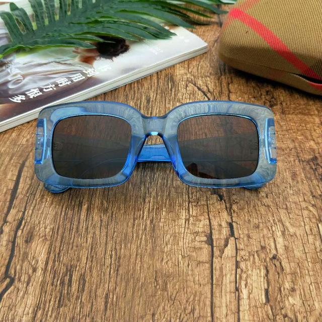 25b55cada7ee 2018 New Fashion Women Men Narrow Square Frame Red Blue Leopard Sunglasses  Designer Brands Trendy Female Sunglasses With Box LXL