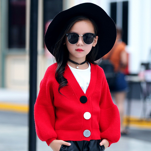 Nuevo Suéter de Las Muchachas 2017 Del Otoño Del Resorte Niños de La Manera del Algodón Puff Manga Abrir Stitch Ropa Botón Sólido Ocasional prendas de Vestir Exteriores Caliente