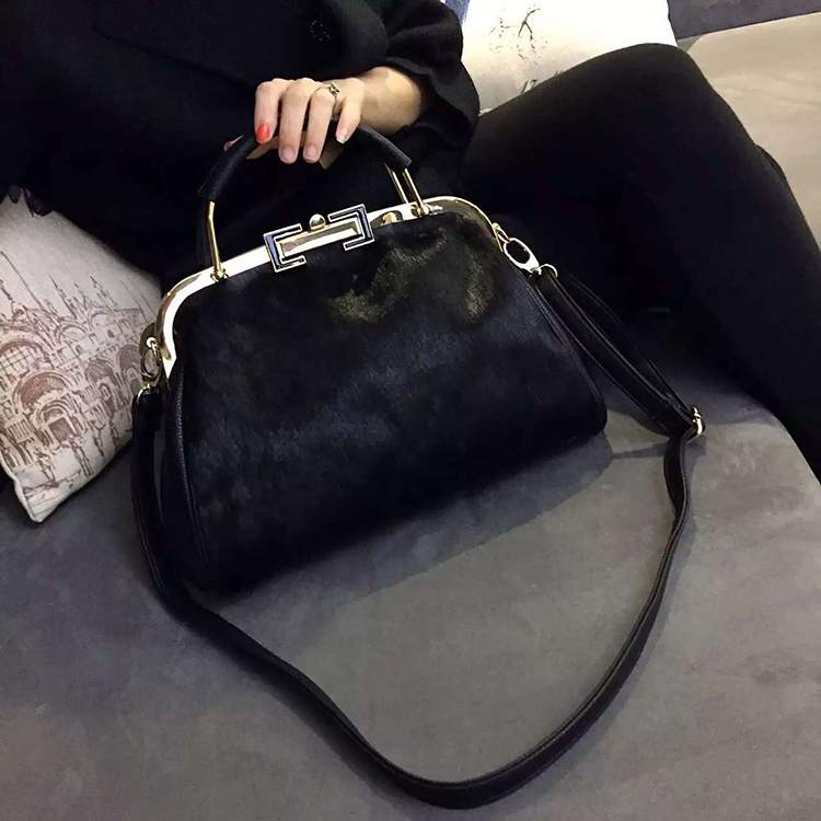 Winter New Arrival Real Fur Bags Made By Whole Pieces Horse Women Luxury Handbags High Quality Handbag In Top Handle From Luggage On