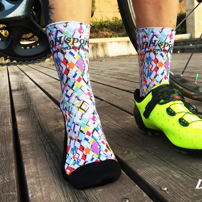 DH SPORTS New Print Professional Brand Cycling Socks Breathable Bicycle Sports Socks Outdoor Wearproof Mountain Bike Socks