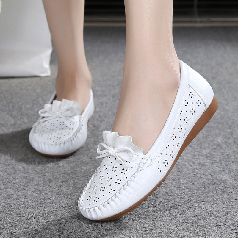 Comfortable non-slip flat bottom breathable hollow womens shoes mother sandals soft bottom summer deodorant hole shoesComfortable non-slip flat bottom breathable hollow womens shoes mother sandals soft bottom summer deodorant hole shoes