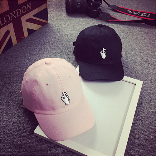 Unisex Fashion Korean Style Embroidered Heart Gesture Baseball Cap Hip Hop Hat New Arrival