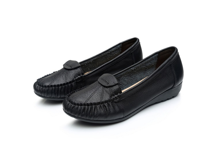 Women Real Leather Flats Slip on Loafers Soft Casual Flat Women Shoes Lady Moccasins Plus Size Female Driving Footwear Leisure in Women 39 s Flats from Shoes