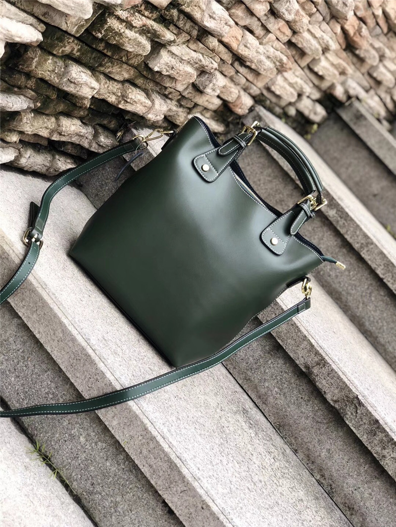 Bag female 2018 new leather handbag Korean version of the wild portable bucket bag simple shoulder Messenger bag stylish and simple bucket bag wild shoulder messenger bag