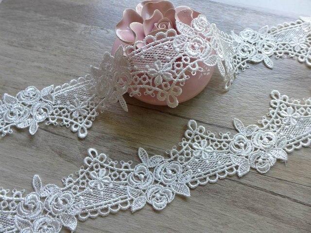 White Victorian Lace Trim Fancy Roses Flower Lace Bridal Garters
