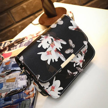 Women Floral Decorated Handbag