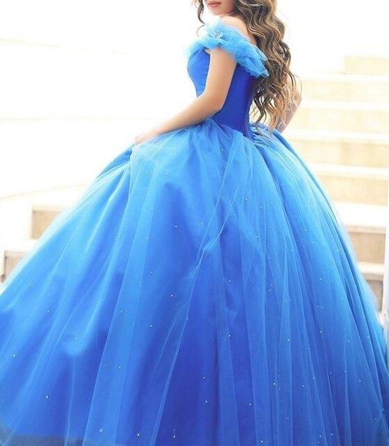 2017 Nova Luz Azul Barco Decote Flores Frisada Vestidos Quinceanera fora do Ombro Longo vestido de Festa de Tule Vestido De Baile para 15 anos