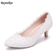 купить Handmade Leather Med High Heels White Lace Wedding Shoes Crystal Bride Dress Pumps Shoes 5cm High Heel Plus Size 43 XY-A0066 дешево