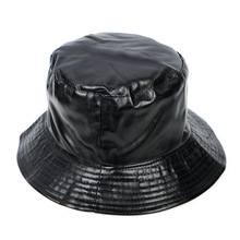 d6d4945e3eefe Moda Primavera 2019 Balde Chapéus Homens De Couro Preto Sólido Plano de  Pesca chapéu chapeu panamá