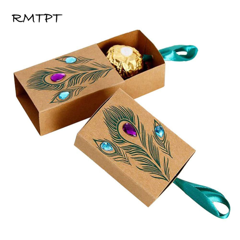 RMTPT 50Pcs/L Peacock Feather Candy Boxes Drawer Design Wedding Favors Faux Rhinestone Kraft Paper Gift Boxes 7.5x5x3cm