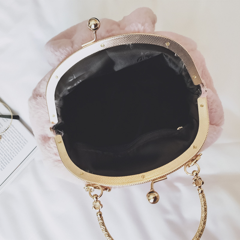 eda986976a7d MIWINDCute Faux Fur Handbags Luxury Designer Evening Bag Gril Christmas New  Lady Day Clutch Chain Women Messenger Bag TGS269-in Top-Handle Bags from  Luggage ...