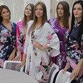 2016 Estilo Corto Mujer Pavo Real Impreso Seda Kimono Robes Robe Floral Del Banquete de Boda de dama de Honor Vestido de Bata de Seda Del Faux Bata de Satén