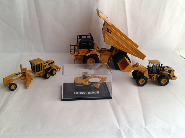 N-55314 1:64 CAT775E Truck With CAT  950G CAT 163H CAT315C SET toy