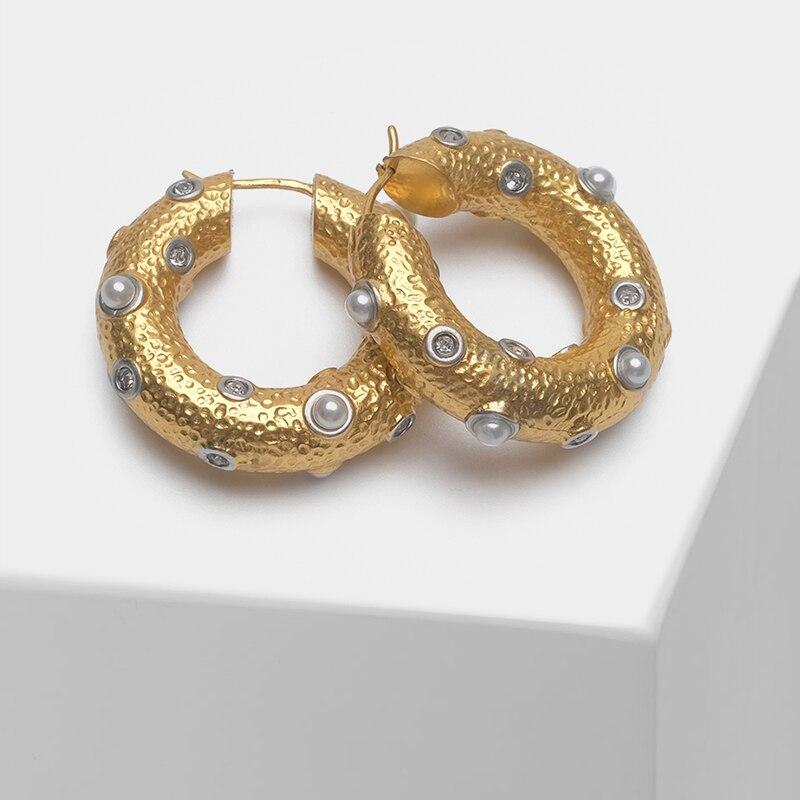 Circle Design Fashionable Pearl Drop Earrings