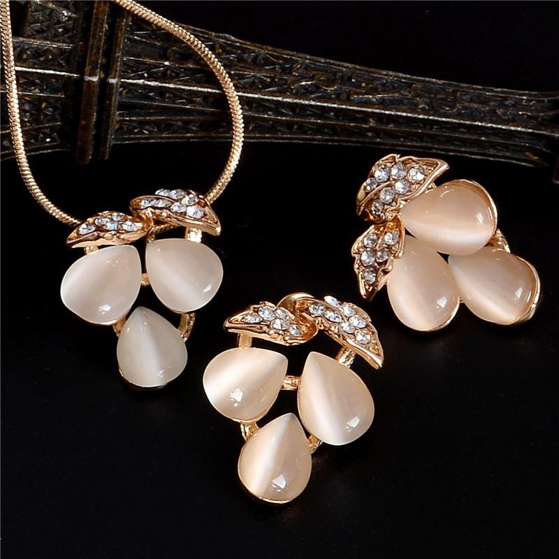 F402 (1) - ZOSHI , Luxe Autrichien, Cristal Opale Fleur Pendentif, Bijoux Couleur Or Perles Africaines ,