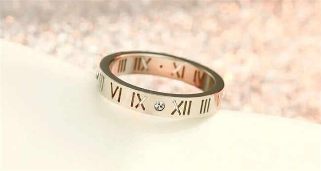 Martick ยุโรปยี่ห้อโรมันตัวเลขแหวนสำหรับเครื่องประดับงานแต่งงานของผู้หญิงสแตนเลส Cubic แหวนหาง R2