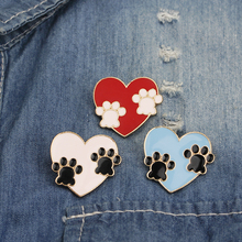 цена paw pin Cat Paw claw Heart brooch Love animal Enamel pin Cute dog Paw print brooch jewelry For Animal lovers