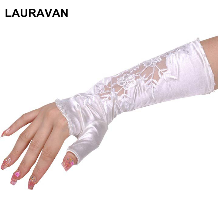 1 Pair 2019 Women Vintage Amazing Goth Opera Bride Ivory White Party Sexy Dressy Lace Wedding Gloves Half Fingerless Style