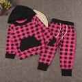 Nuevo 2017 Baby Girl Ropa Spring Set Ins Infantil de Algodón Rojo A Cuadros negro Sudaderas Con Capucha y Pantalones de Niño Traje de Moda tamaño 70 a 100