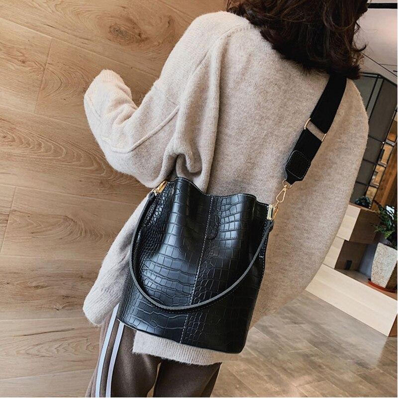 Image 2 - Casual y Alligator Bucket Bags Crocodile Women Handbag Wide Shoulder Strap Shoulder Messenger Bag Ladies Hand Bag Bolso femenino-in Shoulder Bags from Luggage & Bags