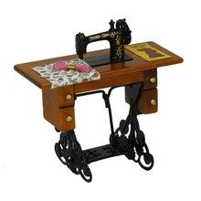 Máquina de coser en miniatura Vintage con tela para decoración para casa de muñecas a escala 1/12