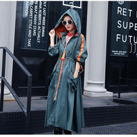 אופנה צבעים מנוגדים סלעית הנשים טרנץ 2017 סתיו Loose בינוני ארוך מעיל רוח