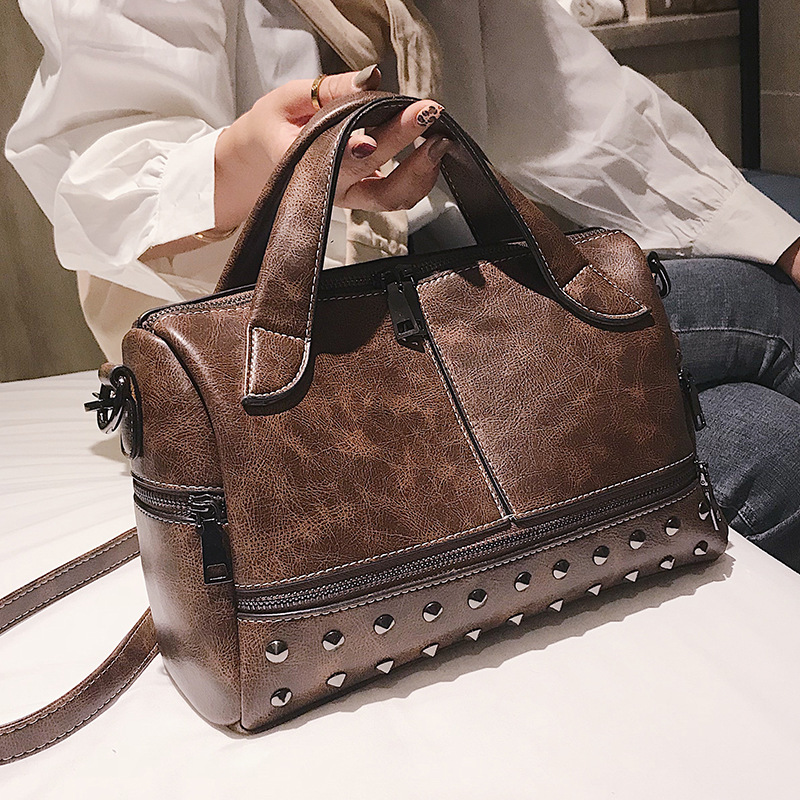 PU cuir Boston sacs pour femmes 2019 grande capacité Sac à Main solide marron Rivet Messenger Sac Sac à bandoulière Sac A Main B220