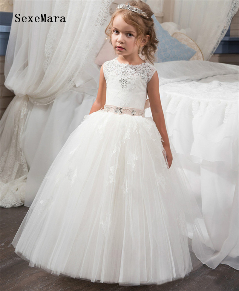 New Arrival White/Ivory Girls Dresses O-neck Beading Ball Gown Sleeveless Lace Up First Communion Gown Custom Made SizeNew Arrival White/Ivory Girls Dresses O-neck Beading Ball Gown Sleeveless Lace Up First Communion Gown Custom Made Size