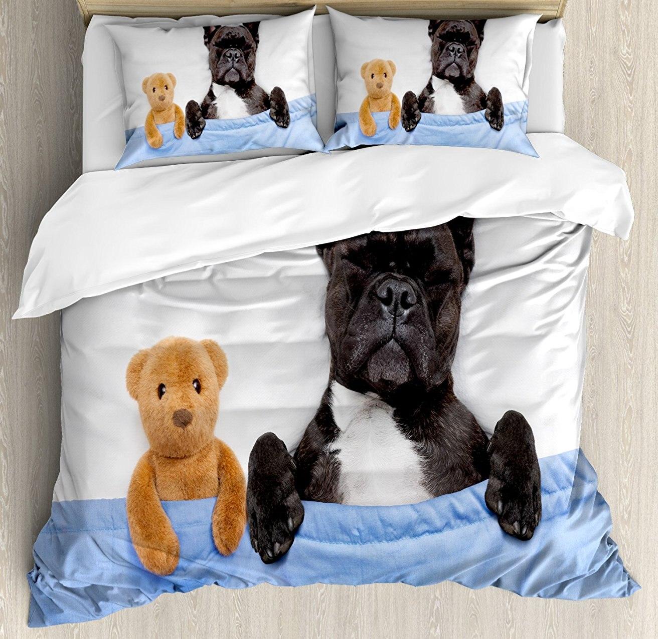 Ensemble housse de couette, bouledogue français dormant avec ours en peluche dans un lit confortable meilleurs amis Image de rêves amusants, ensemble de literie 4 pièces