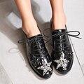 Мода Star Кристалл Кросс-привязанные Повседневная обувь женщина Британский стиль Женщины мокасины квартиры Весна Осень лакированной кожи Акцентом Обувь