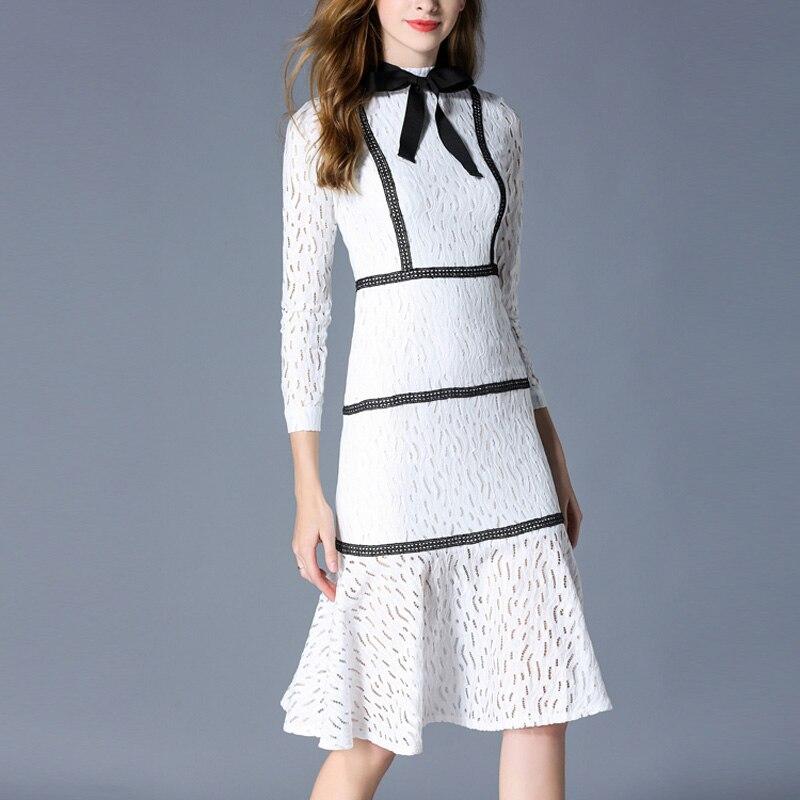 2018 di autunno nuove donne di modo abiti lunghi a maniche lunghe dell'arco del collare del basamento sottile del Vestito dell'anca del sacchetto di stile di Gusto Squisito bianco di pizzo vestito