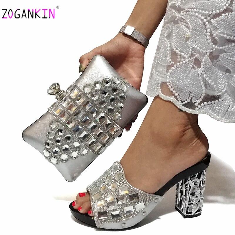 Nouvelles chaussures et sacs assortis à venir dans des chaussures et des sacs assortis à talons pour les chaussures de fête africaines et un sac en argent pour la fête